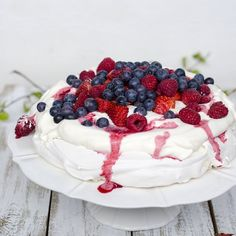 There's just something so good about a Pavlova, it's simplicity. The crunch and the cream, mixed with the fresh berries. (English below)