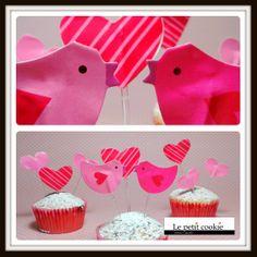 Pajaritos enamorados en cupcakes napolitanos Cupcakes, Desserts, Food, Pain Au Chocolat, Valentines, Tailgate Desserts, Cupcake, Meal, Cup Cakes