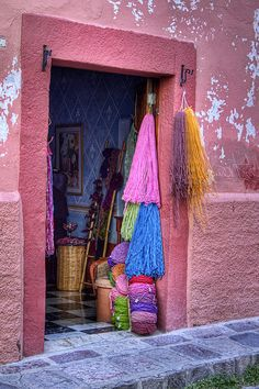 San Miguel Yarn Shop | Guanajuato | México | Photo By Lindley Johnson