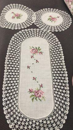 ~ Embroidered Floral Crochet Table Linens, White, Runner Co. ~ Embroidered Floral Crochet Table Linens, White, Runner Co. Cross Stitching, Cross Stitch Embroidery, Hand Embroidery, Cross Stitch Patterns, Embroidery Designs, Crochet Tablecloth, Crochet Doilies, Crochet Flowers, Crochet Tree