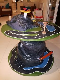 Hotwheels cable drum tower. Wooden Cable Reel, Wooden Cable Spools, Wood Spool, Diy Cable Spool Table, Wire Spool Tables, Cable Spool Ideas, Cable Reel Ideas For Kids, Old Milk Jugs, Cable Drum