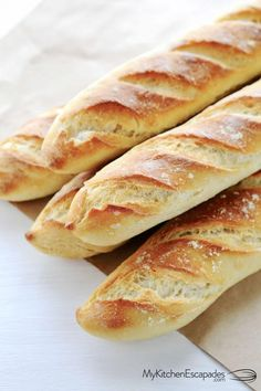 Homemade french bread is the best! Each baguette is crunchy on the outside with a soft, chewy texture on the inside. Easy French Bread - This homemade french bread recipe is the best! Comes together quickly and turns out perfect every time! Easy French Bread Recipe, Homemade French Bread, Easy Bread, Chewy Bread Recipe, Bagel Recipe, Mini Baguette, Baguette Bread, Easy Desserts, Dessert Recipes