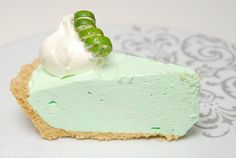 Lock up your recipe box because this is one easy key lime pie recipe that you won't want to share. This summer, treat the family to this Cool Whip No-Bake Key Lime Pie Recipe. This key lime pie will get you in the mood for warmer weather. Cool Whip Pies, Cool Whip Desserts, Refreshing Desserts, Köstliche Desserts, Delicious Desserts, Jello Pie Cool Whip, Healthier Desserts, Lemon Desserts, Key Lime Pie Recipe No Bake