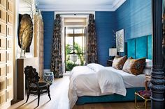 I get butterflies for interiors with a bold take on color. This home in Madrid, belonging to designer, Luis García Fraile has me droo. Feng Shui Your Life, Ligne Roset, Closet Bedroom, Architect Design, Summer Colors, Beautiful Bedrooms, Elle Decor, Outdoor Spaces, Madrid