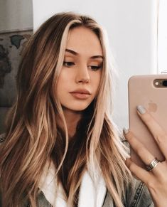 New hair goals blonde highlights ombre ideas Light Brown Hair, Dark Brown, Brown Hair Colors, Yellow Hair, Hair Colours Caramel, Teen Hair Colors, Different Hair Colors, Pink Hair, Pretty Hairstyles