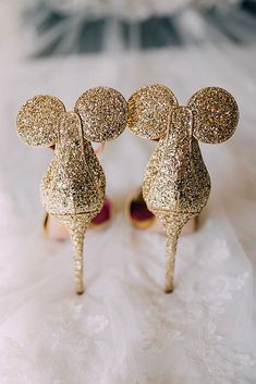 gold glitter Mickey Mouse ears wedding shoes is a very whimsy and fun idea for a Disney bride - Weddingomania Disney Heels, Disney Wedding Shoes, Wedding Heels, Disney Weddings, Disney Wedding Dresses, Wedding Gold, Disney Wedding Invitations, Disney Toms, Disney Disney