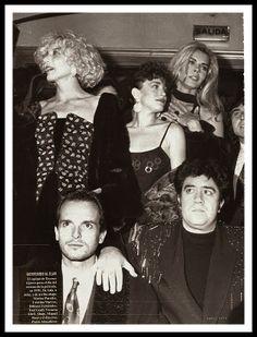 Miguel Bosé con Bibiana Fernández, Marisa Paredes, Pedro Almodóvar, Victoria Abril, Cristina Marcos en el estreno de la cinta Tacones Lejanos, 1991.