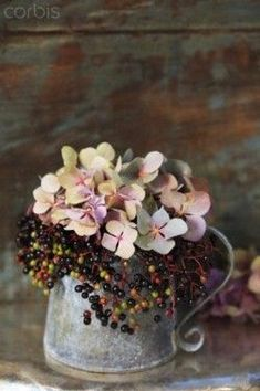 for bespoke wedding planning and design. - With the arrival of rains and falling temperatures autumn is a perfect opportunity to make new plantations Fall Flowers, My Flower, Fresh Flowers, Dried Flowers, Beautiful Flowers, Wedding Flowers, Wedding Bouquets, Wedding Dresses, Ikebana
