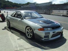Nice Nissan Skyline R32 GT-R track car.