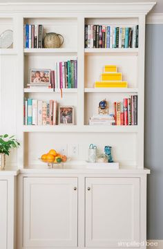 A gorgeous collection of inspiration and bookshelf styling ideas. Walk away inspired and knowing how to style your own bookshelves in your home! Bookshelf Styling, Bookshelves Built In, Built Ins, Bookshelf Ideas, Book Shelves, Bookcases, Chic Living Room, Home And Living, Living Area