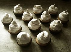 My Lemon Meringue Cupcakes - could be served with a slice of dehydrated lemon and a stick of sugared pastry in the side of the icing. German Chocolate Cupcakes, Chocolate Cheese, Chocolate Frosting, Melting Chocolate, Green Cake, Cream Cheese Eggs, Coconut Pecan, Muffin Cups