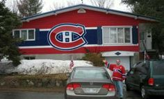 Meanwhile in Canada. Montreal Canadien fans getting into playoffs Hockey Games, Hockey Mom, Ice Hockey, Hockey Stuff, Hockey Puck, Montreal Canadiens, Canada Memes, Canada Eh, Meanwhile In Canada