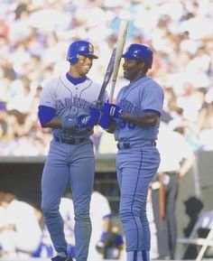 Father and son, Ken Griffey Sr. Playing for the Mariners! Ken Griffey Sr, Baseball Players, Baseball Cards, Mlb Uniforms, World Of Sports, Sports Pictures, Indianapolis Colts, Father And Son, Athletic