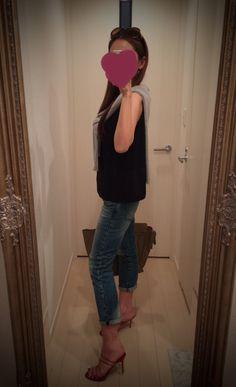 Black top + jeans pants + red heels + gray sweater - http://ameblo.jp/nyprtkifml