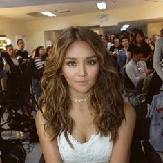 These photos show that Kathryn Bernardo can nail any hairstyle! Hair Color For Tan Skin, Hair Color For Morena Skin, Girl Hair Colors, Hair Color For Women, Cool Hair Color, Hair Colour, Tan Blonde, Ash Blonde Hair, Kathryn Bernardo Hairstyle