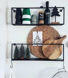 Christmas decorations on our Meert shelves ✨  @inhuis_bij__linn88 #woood #christmas #meert #shelves #metal #wandplank