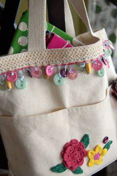 Purses Embellished with Decorative Trim - Crochet and Knitting Patterns Button Trim Purse Set of pillows.…Crochet a Snowman HeadCrochet Macaroni Purse Jasmine Stitch Free Pattern [Video] Fabric Crafts, Sewing Crafts, Sewing Projects, Sewing Tips, Sewing Hacks, Sewing Tutorials, Sewing Ideas, Knitting Patterns, Sewing Patterns