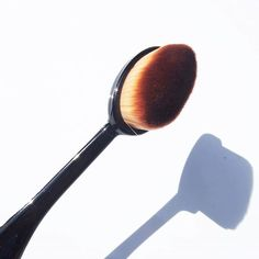 OVAL BRUSH // Look what has landed!! I usually use a flat top brush or my fingers to apply foundation but i'll be putting this little oval brush  to the test to see how it measures up! Stay tuned for a review#ovalbrush #toolsofthetrade #makeupbrush #foundationbrush