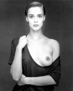 Lara Harris, 1988 - by Robert Mapplethorpe - USA Robert Mapplethorpe, Ralph Gibson, Patti Smith, Nude Photography, Black And White Photography, Vintage Photography, Tv Movie, Le Clown, Still Life Images