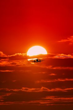 Red kisses❤️ღ Landing with sunset (Greece) by Dimitris Koskinas Nature Pictures, Cool Pictures, Cool Photos, Red Sunset, Sunset Sky, Beautiful Sunrise, Sunset Photography, Travel Photography, Out Of This World