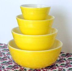 Bright Yellow bowls (1957) This shade of yellow is unique, and it was available only on 300-series & 400-series nesting bowl sets. It does not match the yellow 404 of the regular multi-colour set. The all-yellow 300-series set remained into the early 1960s, and the 400-series set was dropped earlier. (Photo: Yellow 300-series set.)