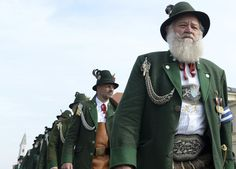 #Oktoberfest, cel mai mare târg din lume, este organizat an de an în capitala Bavariei, Munchen. Festivalul, a cărui istorie începe la 1810, durează 16 zile şi adună în fiecare an peste 6 milioane de participanţi. -- Marius Smădu Bavaria, Captain Hat, Mai, People, Events, Fashion, Oktoberfest, Moda, La Mode