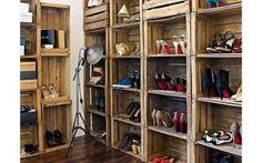 O conjunto de caixas de madeira empilhadas é uma ótima opção para guardar sapatos e bolsas. Foto: Casa em caixa