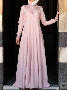 SHUKR's long dresses and abayas are the ultimate in Islamic fashion. Hijab Fashion 2016, Abaya Fashion, Modest Fashion, Fashion Outfits, Islamic Fashion, Muslim Fashion, Muslim Dress, Hijab Dress, Beautiful Maxi Dresses