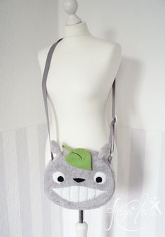 He encontrado este interesante anuncio de Etsy en https://www.etsy.com/es/listing/186381218/my-fluffy-neighbour-bag