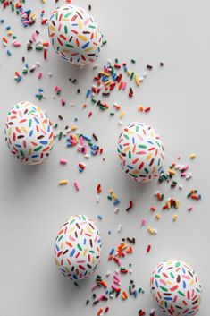 Confetti fun eggs! The 50 Best Ways to Dye & Decorate Easter Eggs #EasterEggs