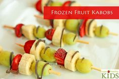 Frozen Fruit Kabobs Frozen Fruit Kabobs, yummy for a midnight snack and picnics, love this idea! via Super Healthy Kids Kabob Recipes, Fruit Recipes, Snack Recipes, Snacks List, Detox Recipes, Dessert Recipes, Fruit Kabobs, Fruit Snacks, Fruit Popsicles