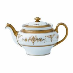 Shop the Official Wedgwood Online Store for luxury fine bone china crockery, dinner sets, home décor, jasperware & beautiful gifts. Chocolate Pots, Chocolate Coffee, Tea Cup Saucer, Tea Cups, Teapot Design, Teapots Unique, Tea Pot Set, Teapots And Cups, How To Make Tea