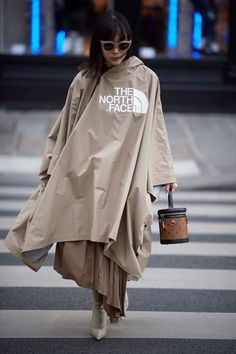 How to wear head-to-toe beige, one of biggest fashion trends, seen at Dior, Fendi and Burberry—but also touted by the street style set at Paris Fashion Week. Source by gosiacoop trends Fashion Week Paris, Big Fashion, Fashion 2017, Latest Fashion Trends, Autumn Fashion, Fashion Outfits, Womens Fashion, Fashion Tips, Young Fashion