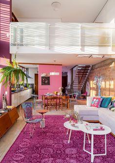 Uma casa em tons de rosa e berinjela