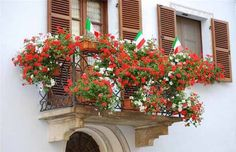 Bright Balcony Decorating with Flowers, 20 Blooming Balcony Designs - Interior Design Inspirations