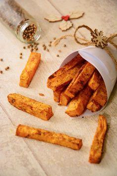 Une idée d'accompagnement simple et rapide : les frites patate douce au four.Pour changer des classiques pommes de terre, ou pour un repas de fête !