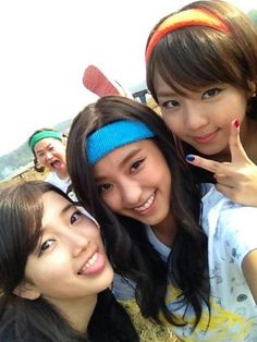 Suzy, Bora, and Yewon snap a photo on the set of 'Invincible Youth 2′