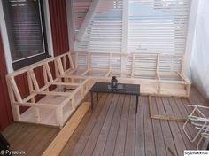 råspont,platsbyggd soffa