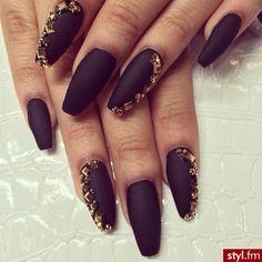 Black matte nail art