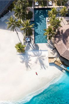 Maldives Holidays: If you are looking for a private and exclusive break, you will find it on the island chain west of Sri Lanka. I'll show you the most popular holiday destinations in the Maldives Fotografia Drone, Belle France, Voyager Loin, Holiday Accommodation, Aerial Photography, Summer Photography, Hotels And Resorts, Budget Hotels, Luxury Hotels