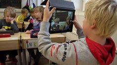 Opettaja tarttui toimeen, keräsi koululle 20 tablettia Luokanopettaja Timo Strickling kiersi Äänekosken Suolahdessa paikalliset yritykset läpi ja hankki koulun oppilaille lahjoituksina parikymmentä tablettia.