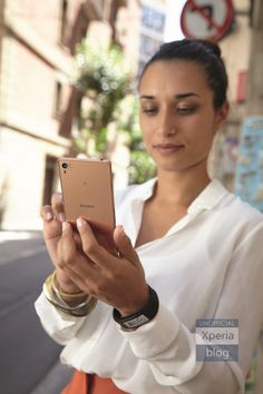 Colorful Sony Xperia Z3 handsets and SmartBand Talk with curved E-link pictures revealed - http://www.doi-toshin.com/colorful-sony-xperia-z3-handsets-smartband-talk-curved-e-link-pictures-revealed/