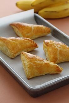 Easy Cream Cheese Banana Turnovers. Flaky and scrumptious dessert or breakfast treat!