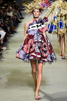 Sfilata Viktor & Rolf Parigi - Alta Moda Primavera Estate 2015 - Vogue