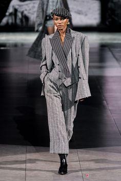 Dolce & Gabbana, Vogue Paris, Star Fashion, New Fashion, Fashion Hub, Fashion Pants, Runway Fashion, High Fashion, Milan