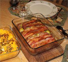 Farsfad med rosenkål, bacon og hasselnødder.
