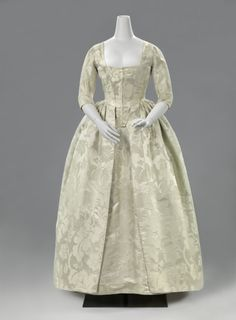 White brocade robe à l'anglaise, 1770-80 - From the Rijksmuseum
