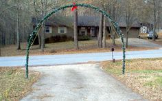 DIY Outdoor Christmas Yard Art | Photo of arch over driveway