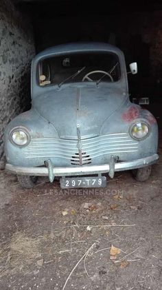 RENAULT 4CV R 1062 - 1950 Moto Collection, Fiat 600, Barn Finds, Old Cars, Peugeot, Cars And Motorcycles, Vintage Cars, Classic Cars, Autos