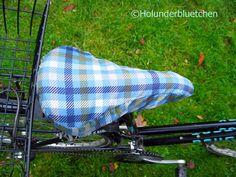 """Ein Sattelbezug fürs Fahrrad genäht aus einem alten Regenschirm. Wie sowas geht? In """"Upcycling mit Nähmarie"""" von der Edition Michael Fischer wird es gezeigt! Bild gefunden auf: http://holunderbluetchen.blogspot.de/2013/11/upcycling-dienstag-und-verlosung.html"""